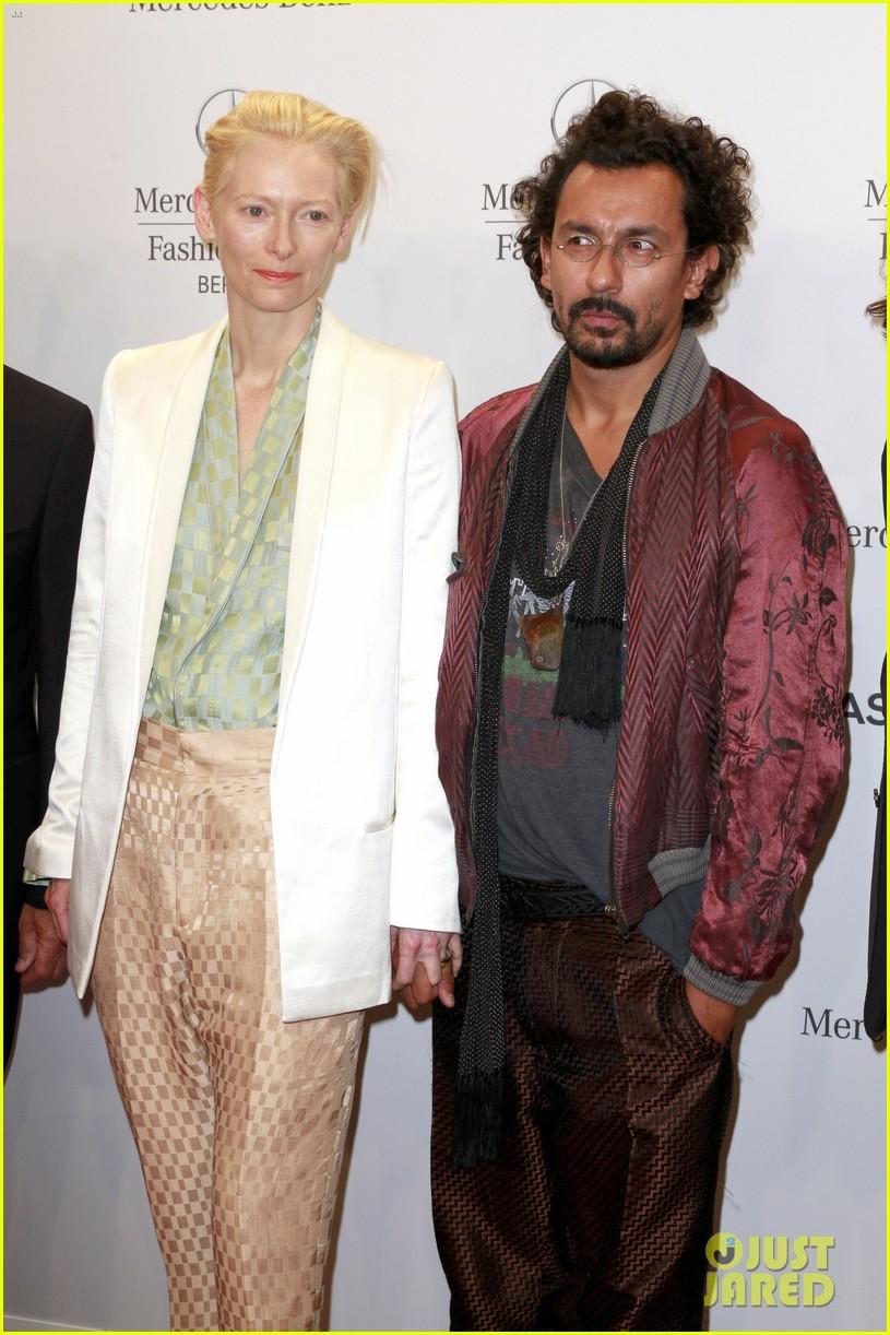 tilda swinton is a sophisticated lady at roshi porkar fashion show 123152945