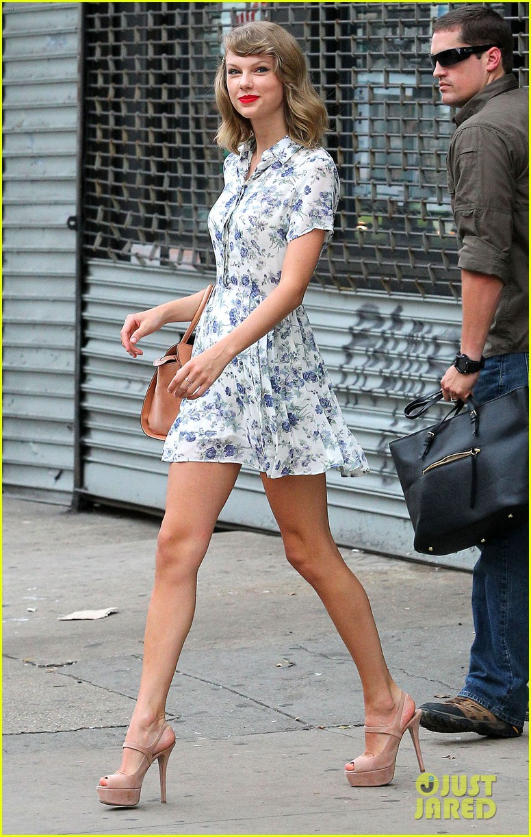 taylor swift does not sing in the giver movie 083152637