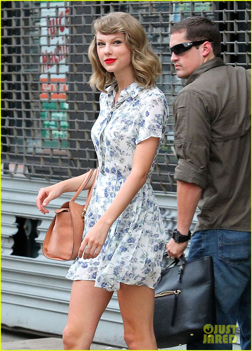 taylor swift does not sing in the giver movie 113152640