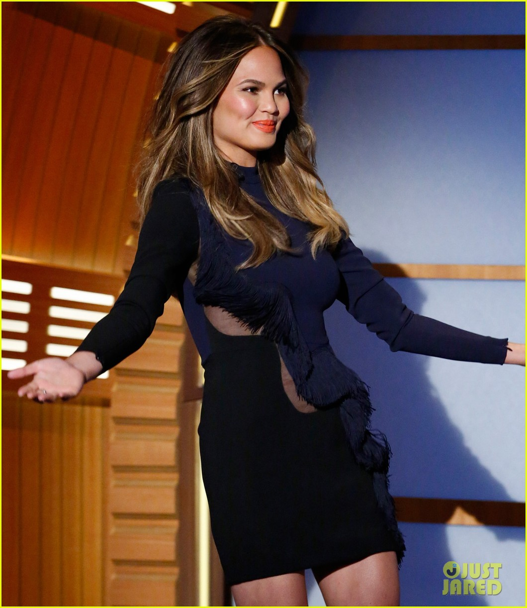 chrissy teigen on late night with seth meyers 033151621
