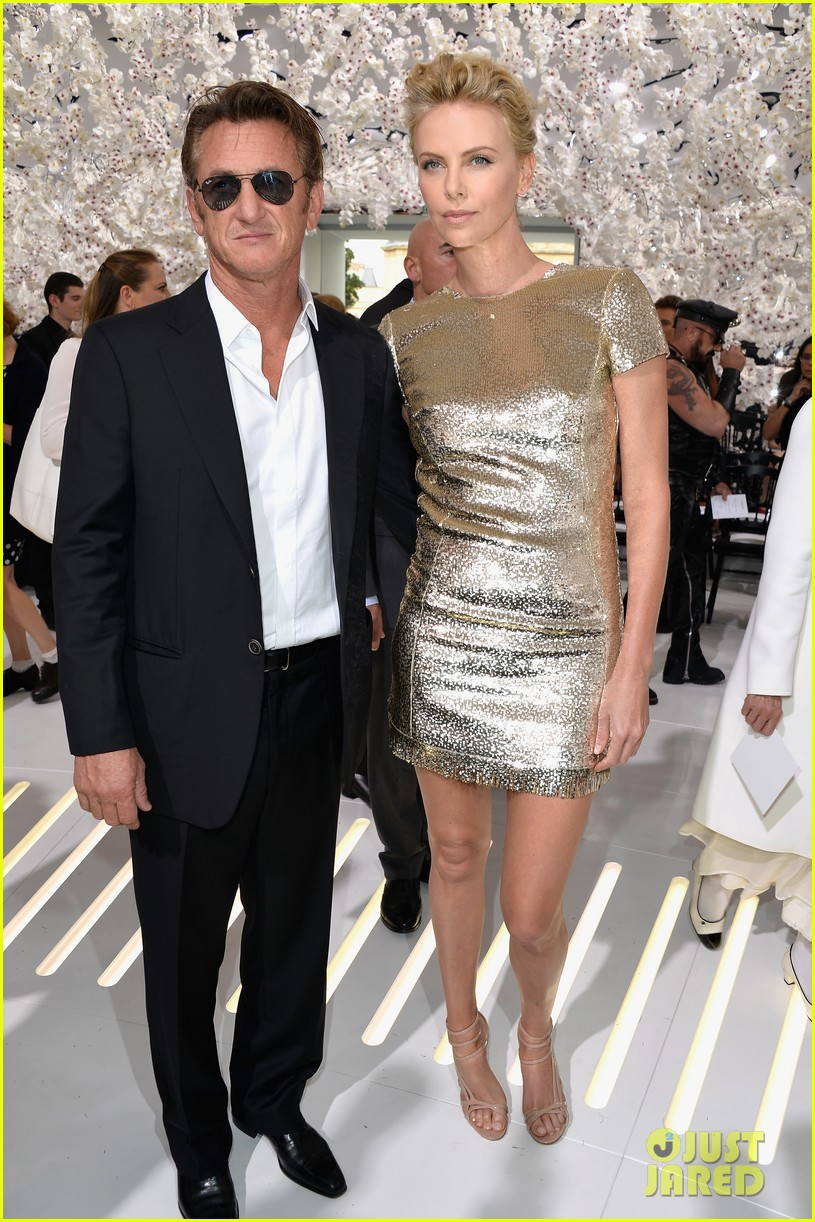 charlize theron sean penn christian dior fashion show 01