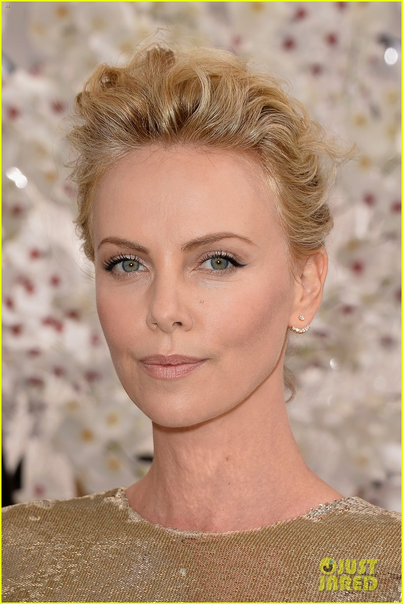 charlize theron sean penn christian dior fashion show 023150943