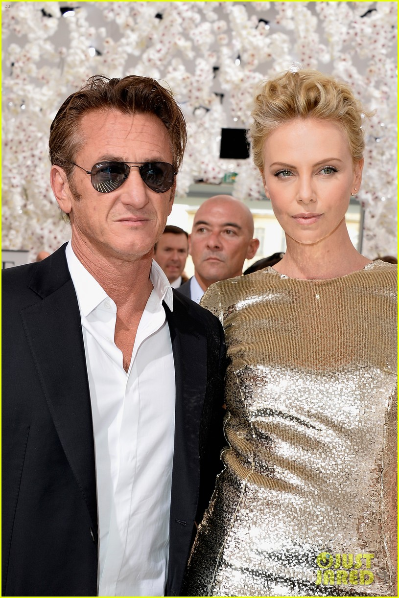 charlize theron sean penn christian dior fashion show 04