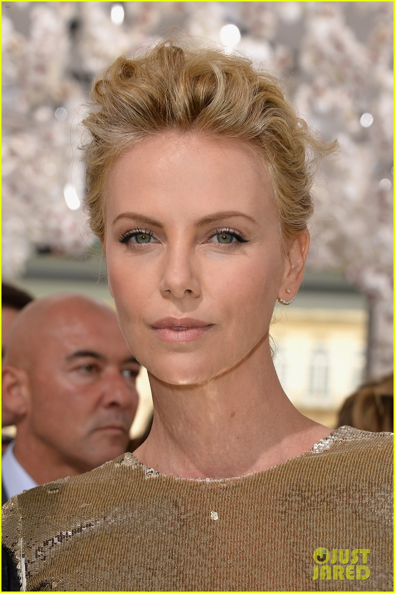 charlize theron sean penn christian dior fashion show 073150948