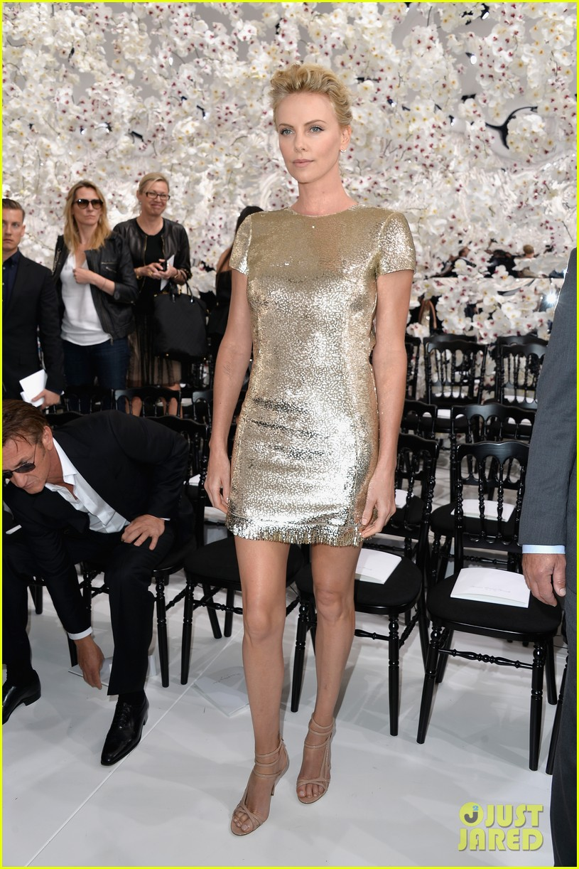 charlize theron sean penn christian dior fashion show 083150949