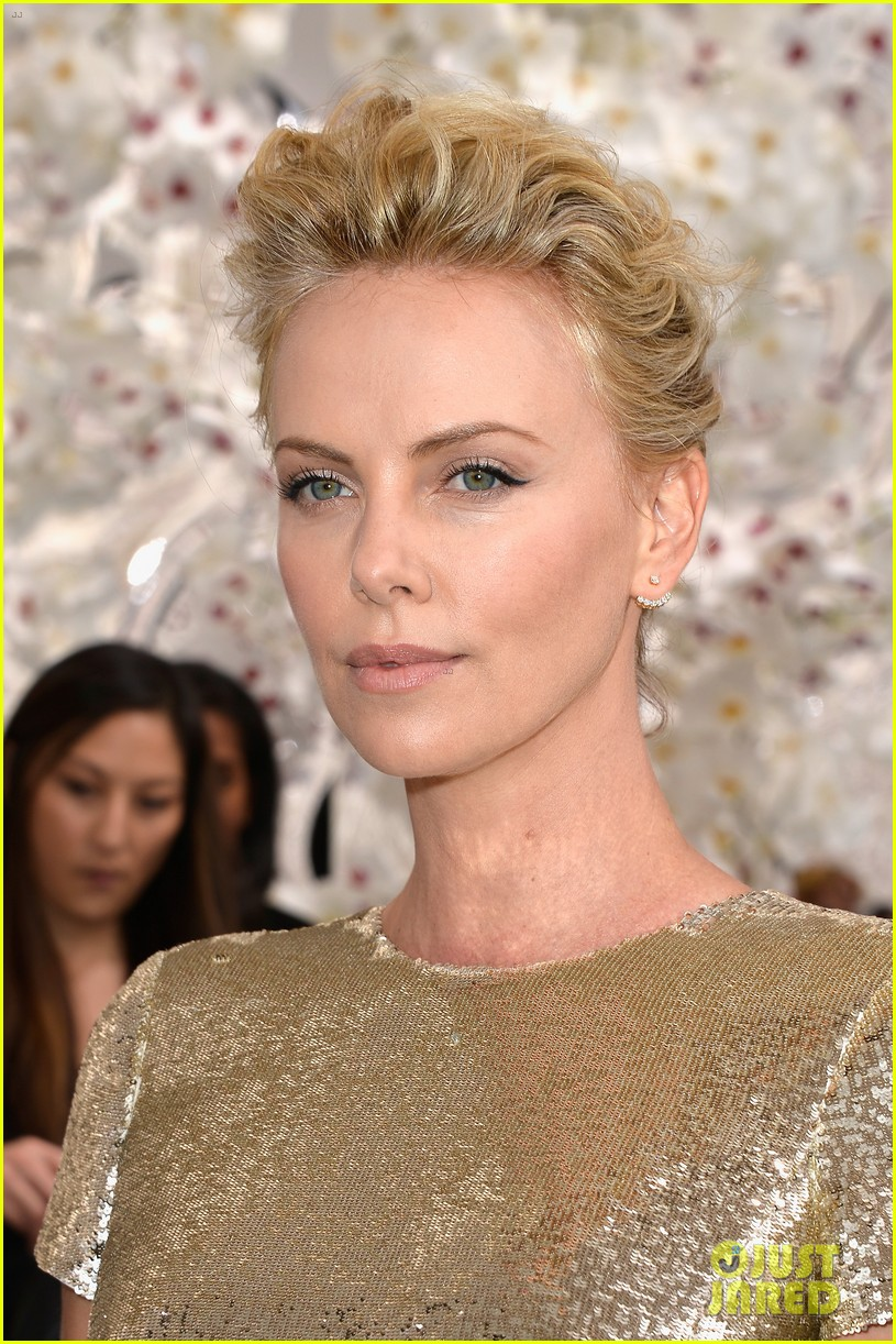 charlize theron sean penn christian dior fashion show 113150952