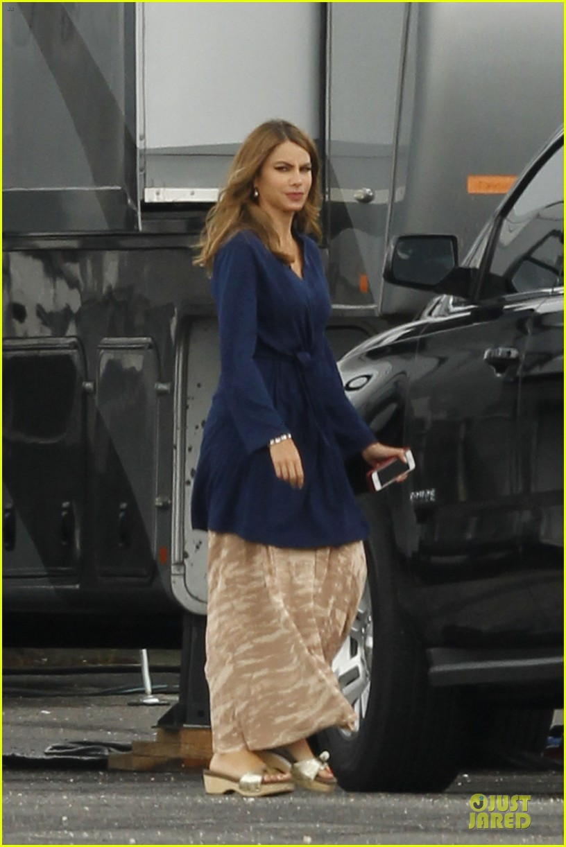 sofia vergara steps out after joe manganiello dating reports 013152072