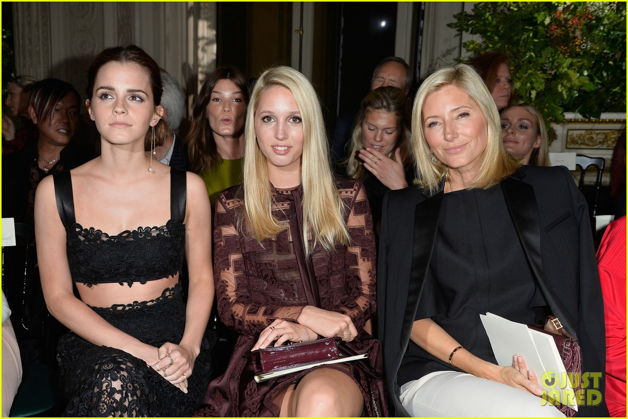 emma watson looks amazing in a crop top for valentino show 033152393