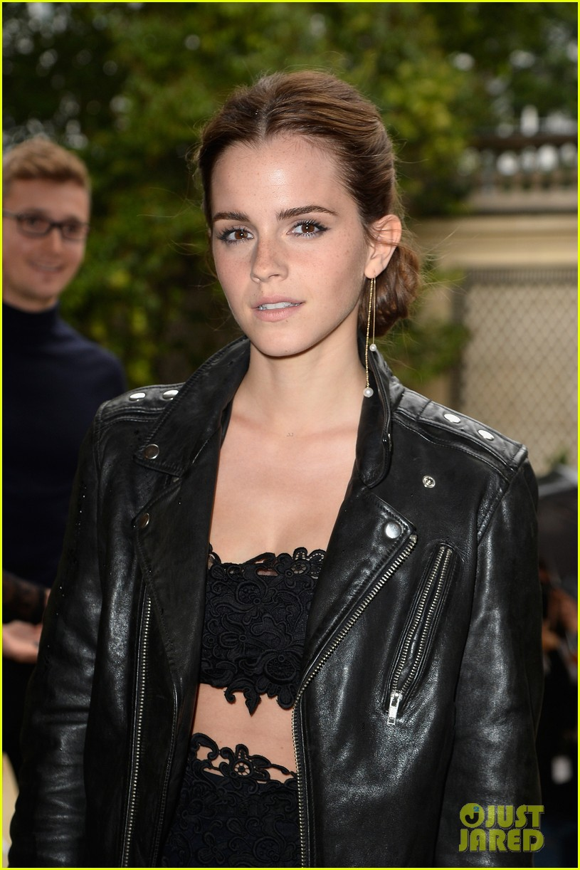 emma watson looks amazing in a crop top for valentino show 063152396
