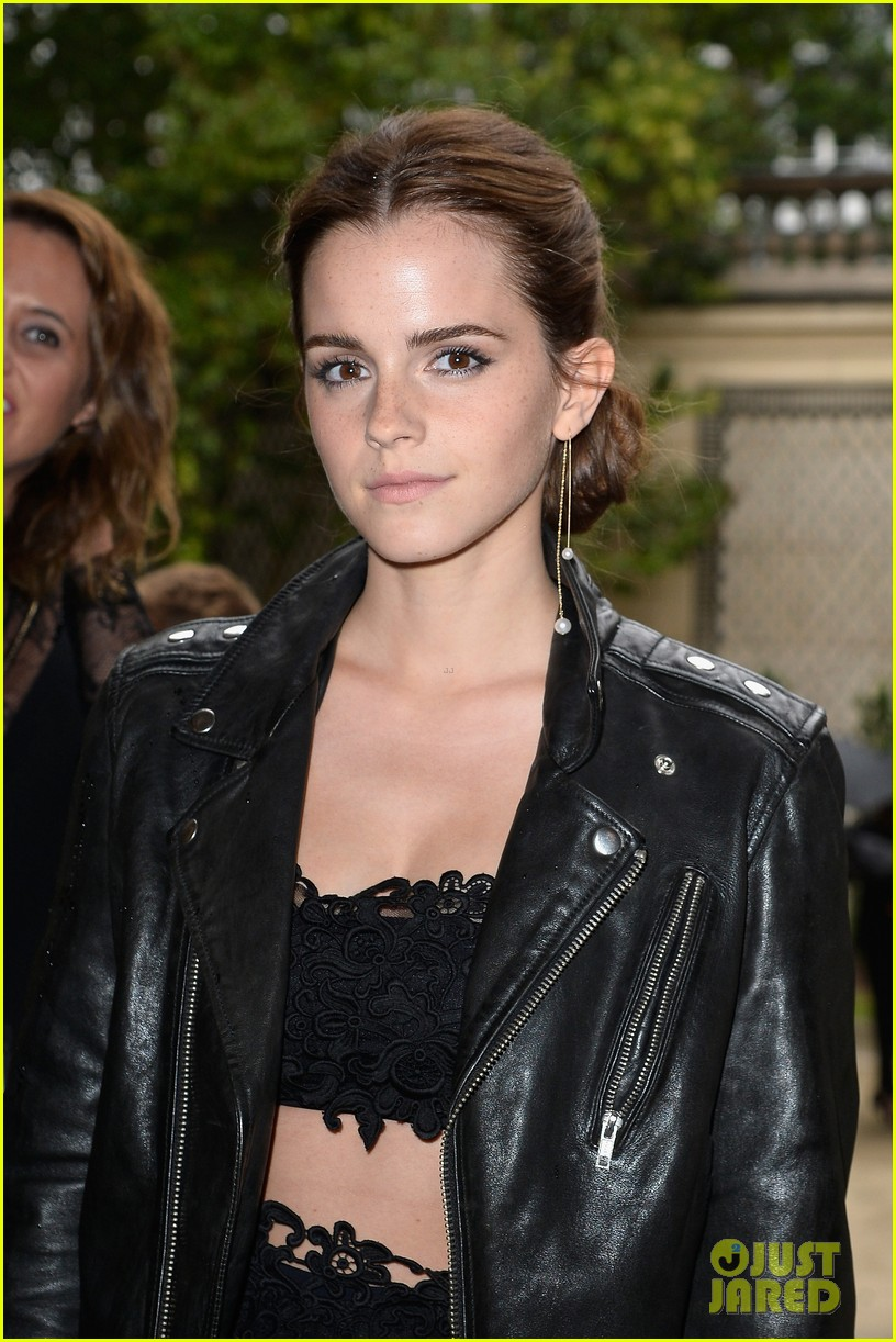 emma watson looks amazing in a crop top for valentino show 073152397
