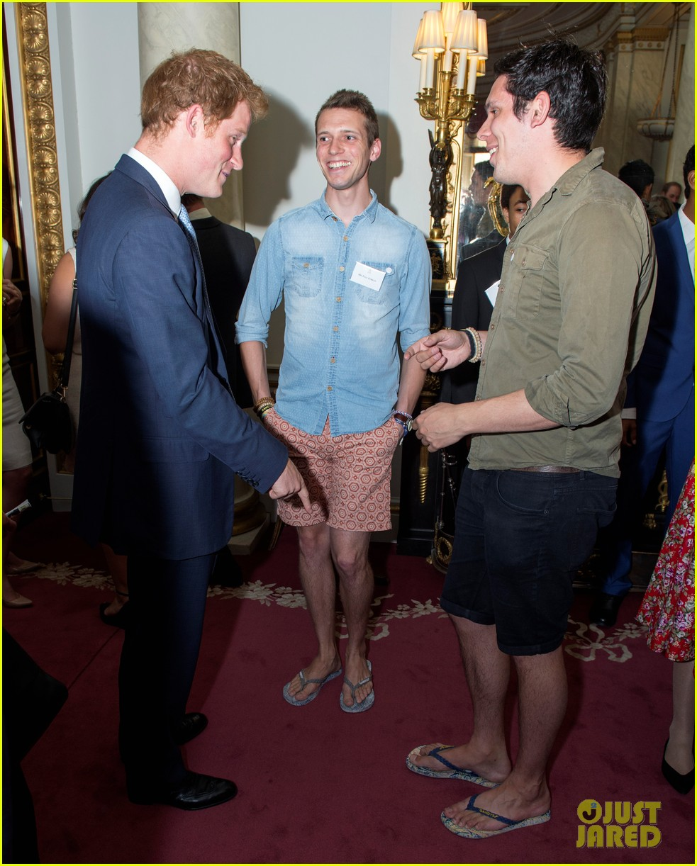 prince william jokes george bath time quite painful 033152545