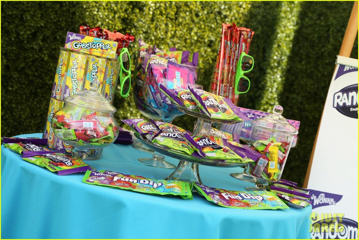 maisie williams just jared summer fiesta 103155652