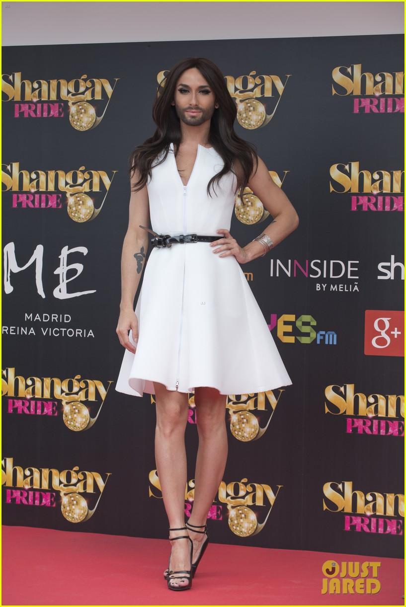 bearded drag queen conchita wurst receives pride award 053148904