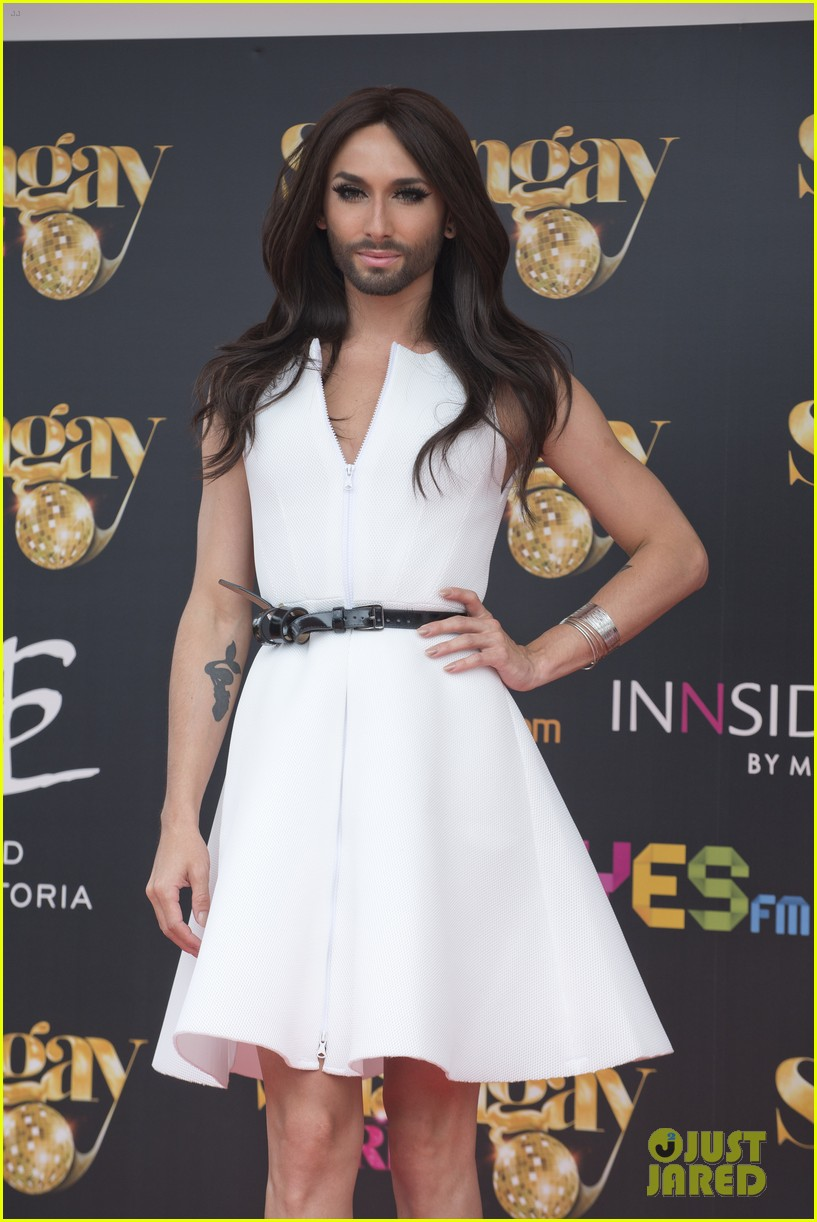bearded drag queen conchita wurst receives pride award 063148905