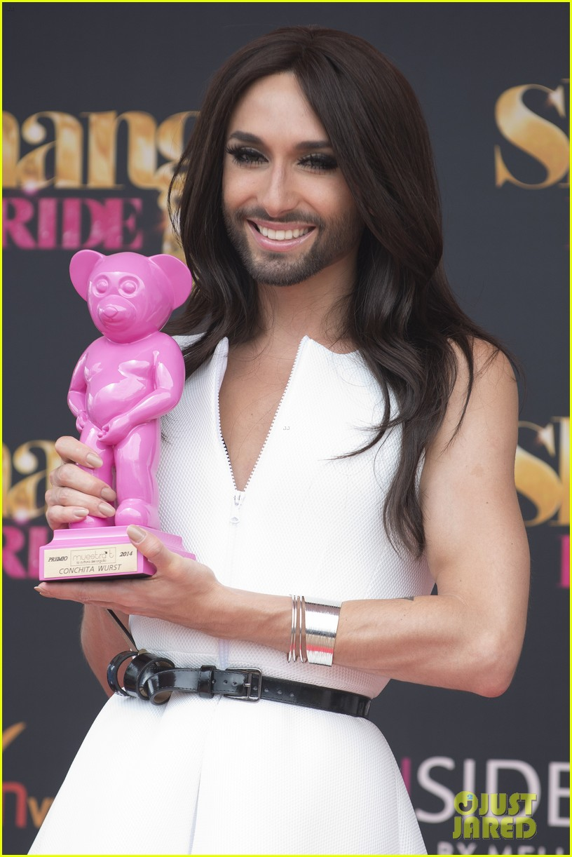 bearded drag queen conchita wurst receives pride award 103148909