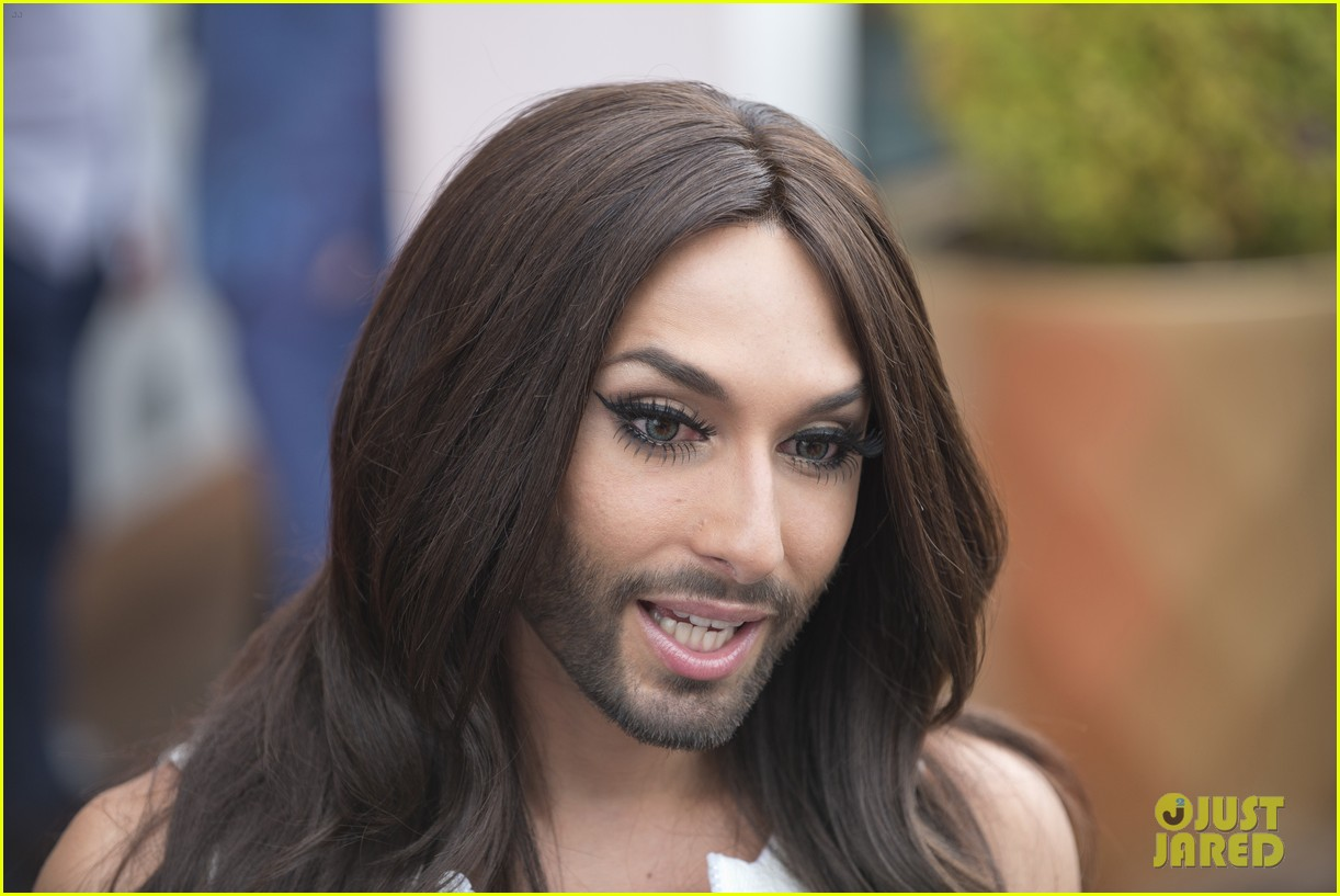 bearded drag queen conchita wurst receives pride award 123148911