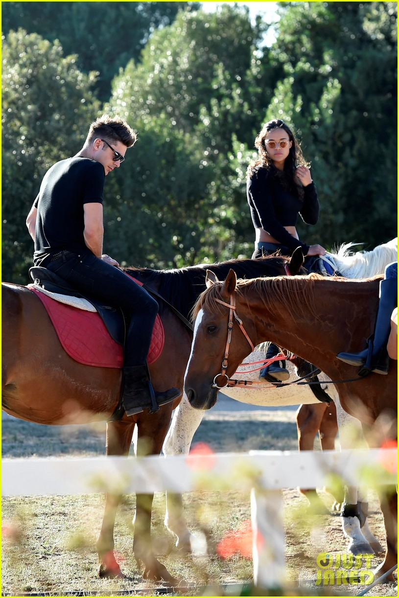 zac efron michelle rodriguez make out on the dance floor 063152282