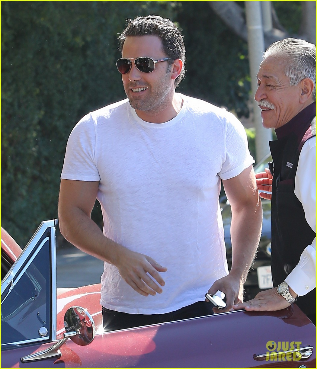 ben affleck helps boost sales for detroit t shirts 023184904
