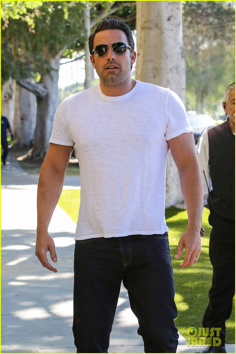 ben affleck helps boost sales for detroit t shirts 123184914