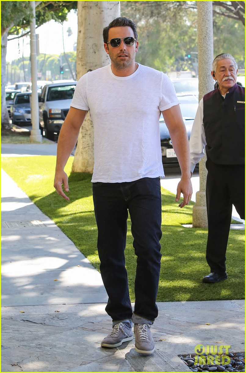 ben affleck helps boost sales for detroit t shirts 173184919