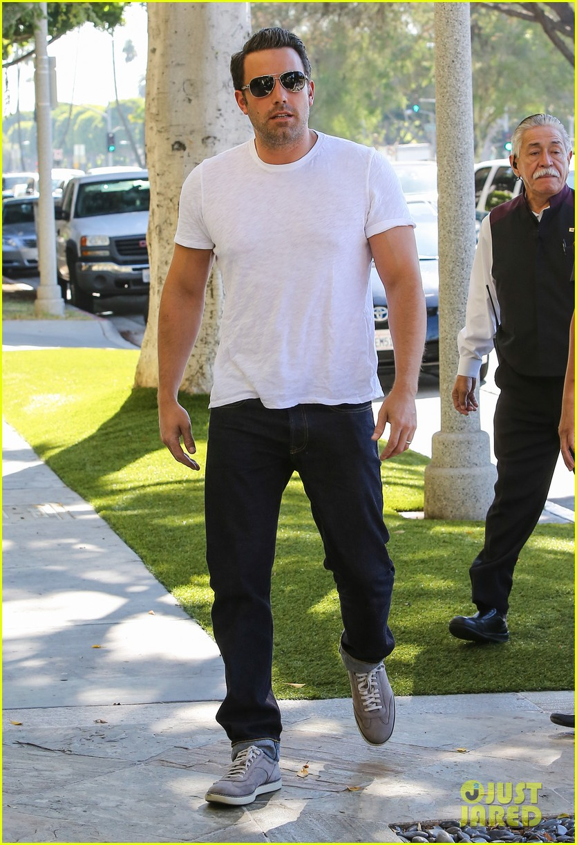 ben affleck helps boost sales for detroit t shirts 193184921