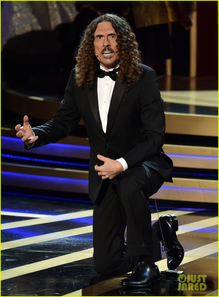 weird al sings lyrics to lyricless television theme songs emmys 2014 033183768