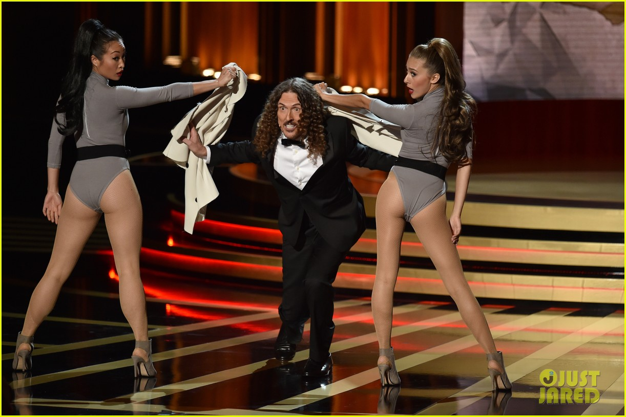 weird al sings lyrics to lyricless television theme songs emmys 2014 05