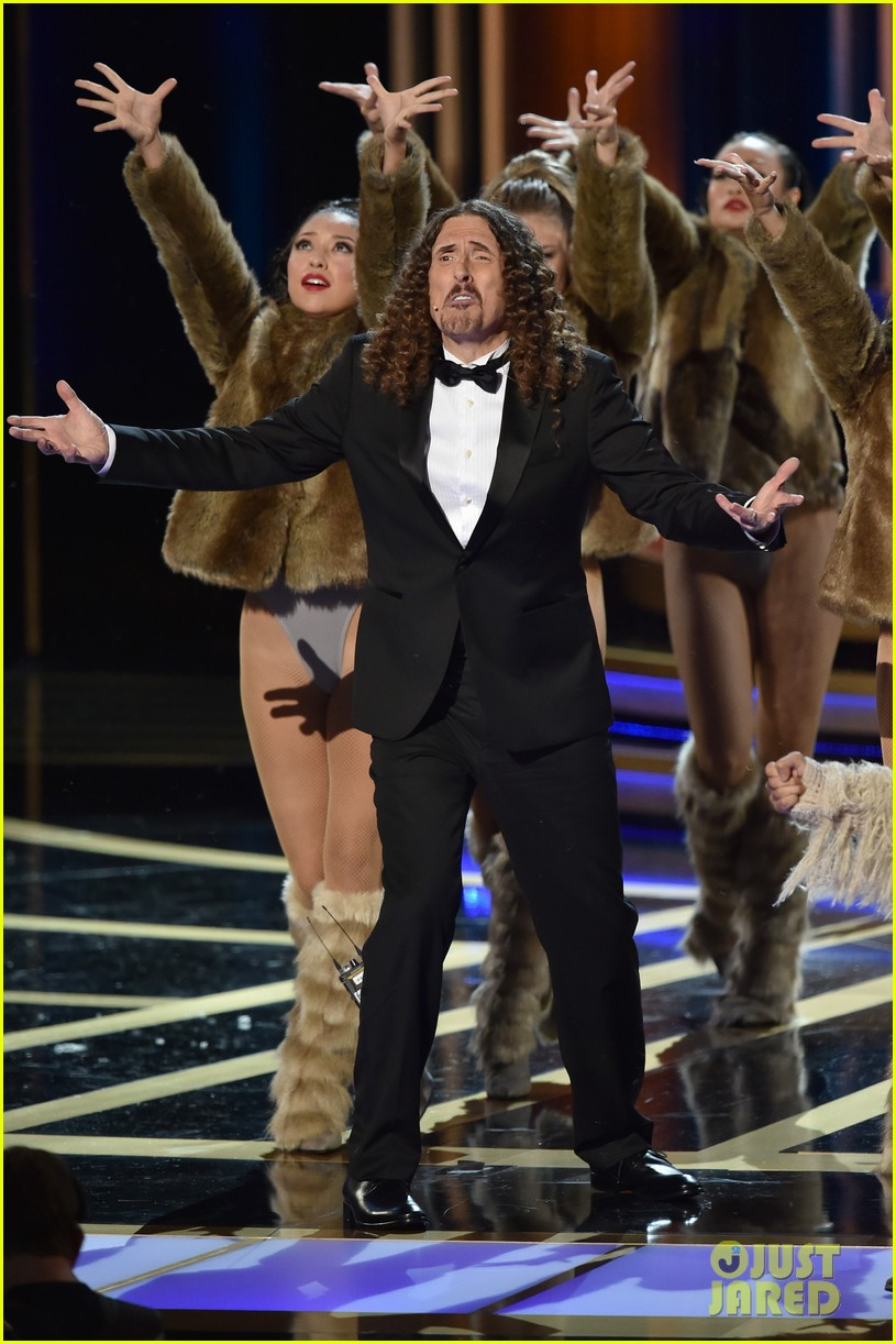 weird al sings lyrics to lyricless television theme songs emmys 2014 06