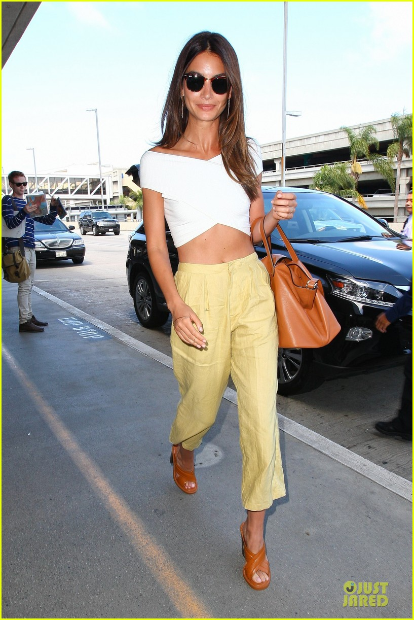 lily aldridge gigi hadid throw out first pitch at baseball game 053181351