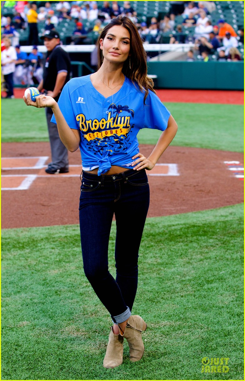 lily aldridge gigi hadid throw out first pitch at baseball game 323181378