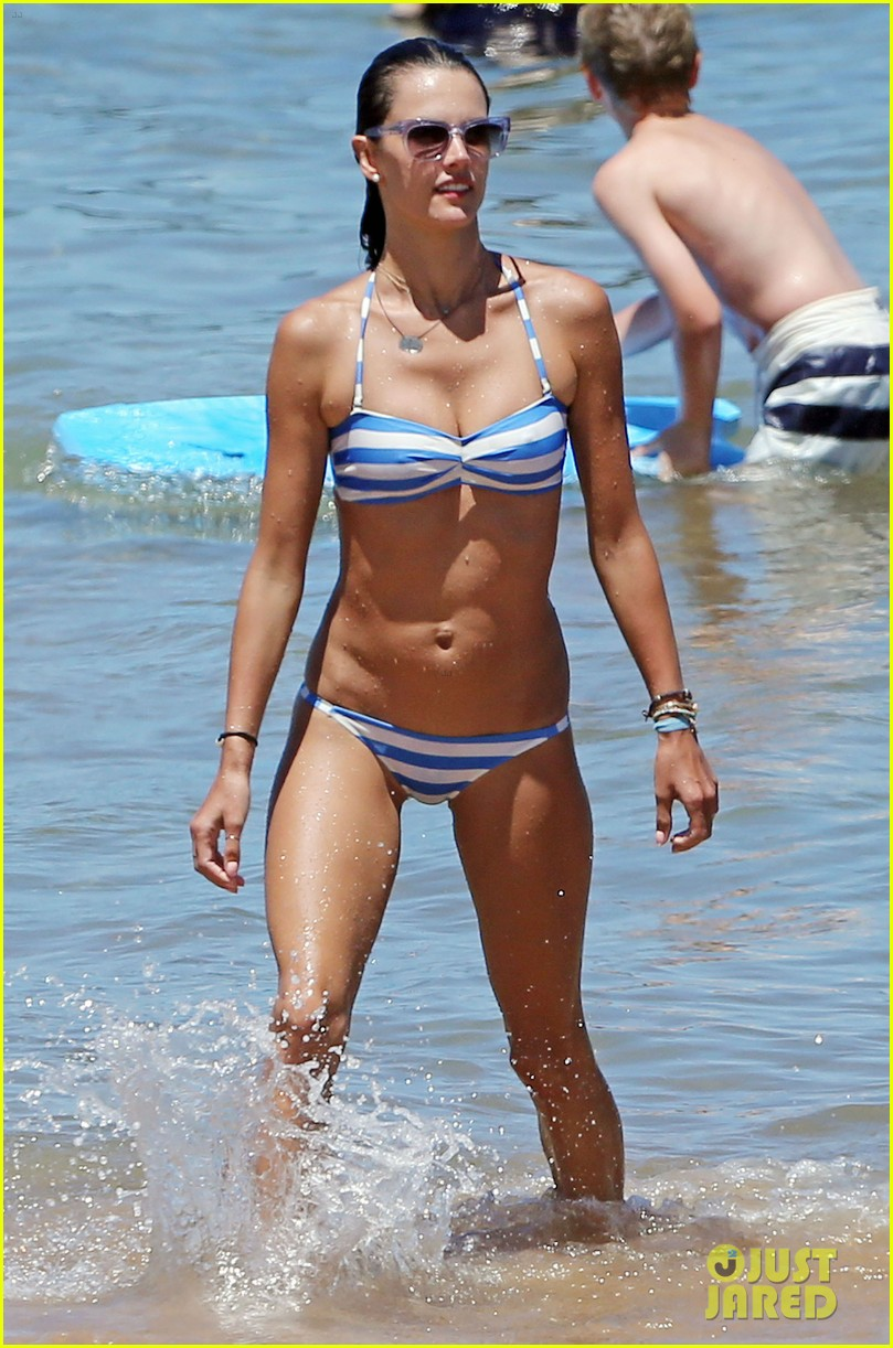 alessandra ambrosio boogie boards in the ocean 013178450