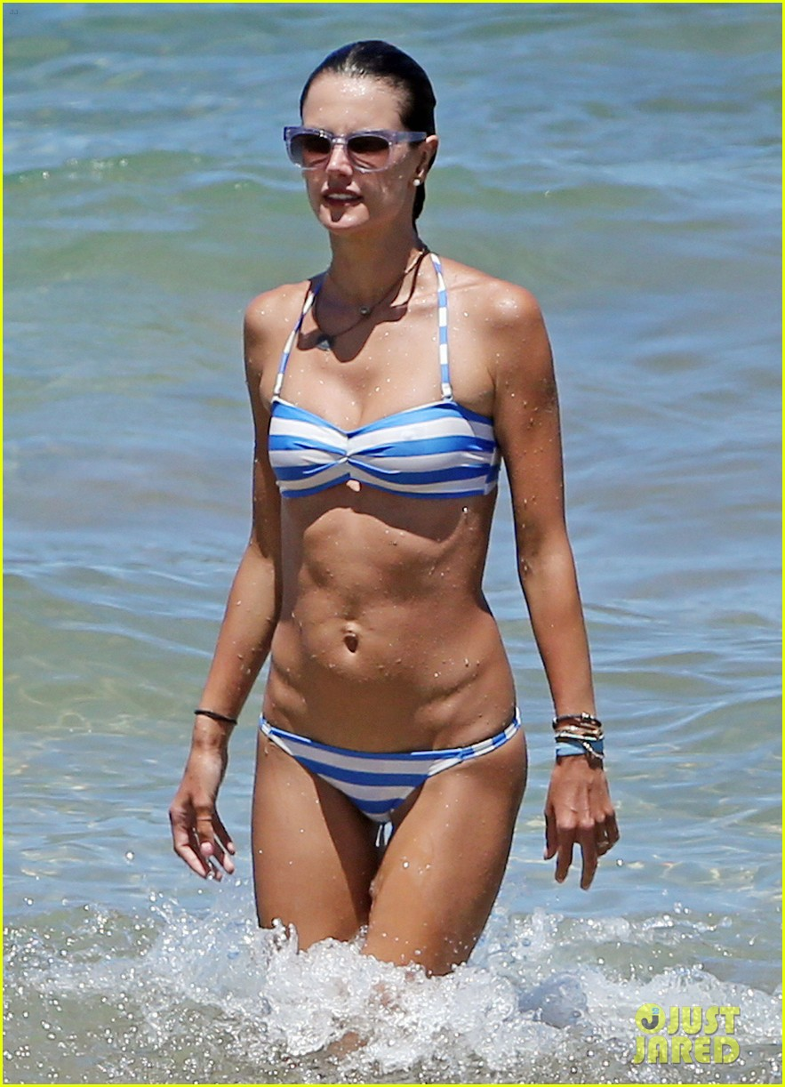 alessandra ambrosio boogie boards in the ocean 123178461