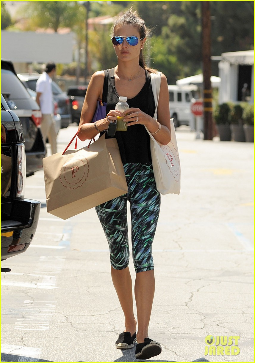 alessandra ambrosio back in la after venice film festival 14