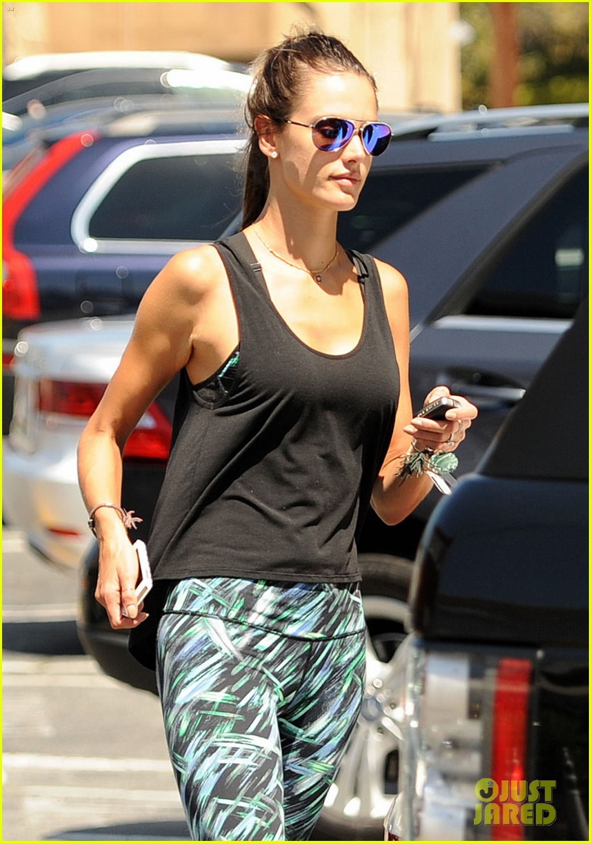 alessandra ambrosio back in la after venice film festival 18