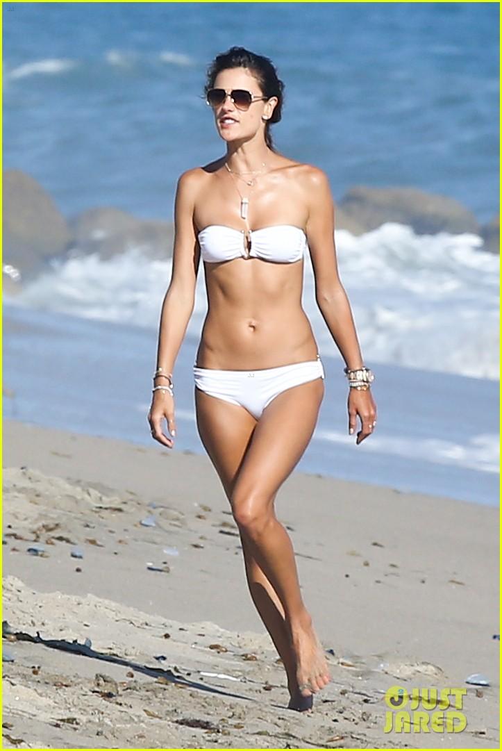 alessandra ambrosio amazing bikini body 013184280