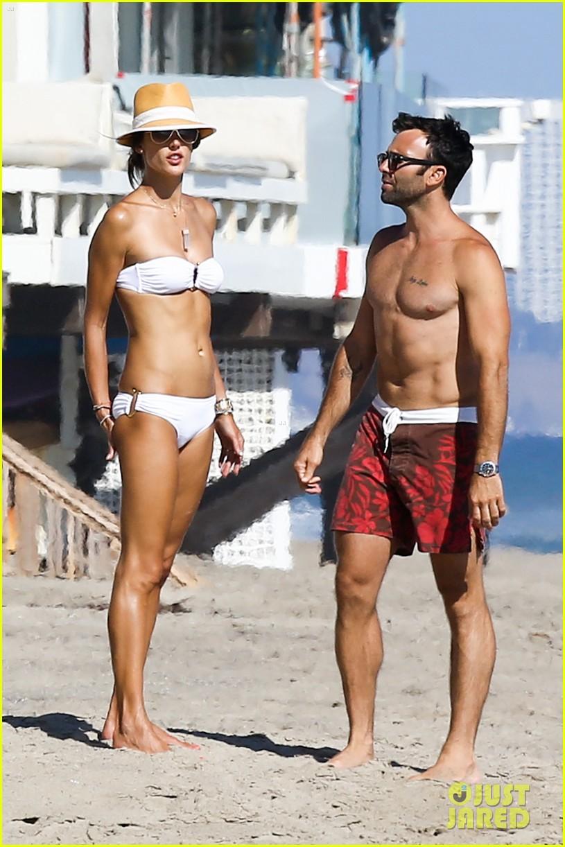 alessandra ambrosio amazing bikini body 023184281