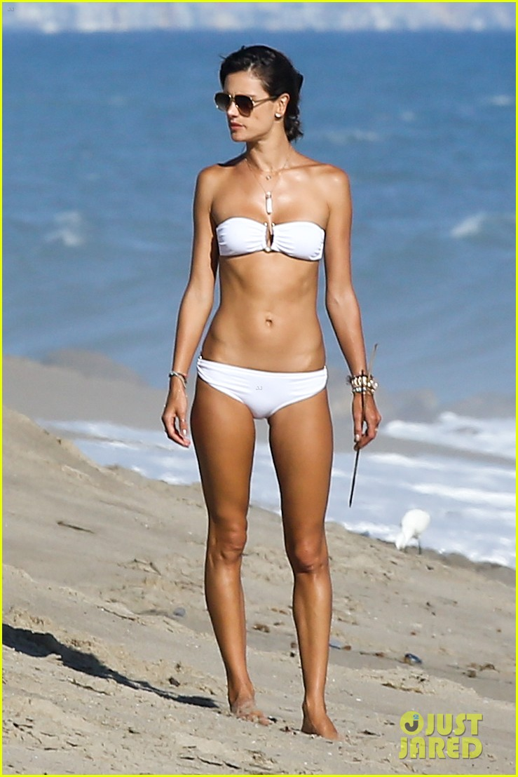 alessandra ambrosio amazing bikini body 083184287