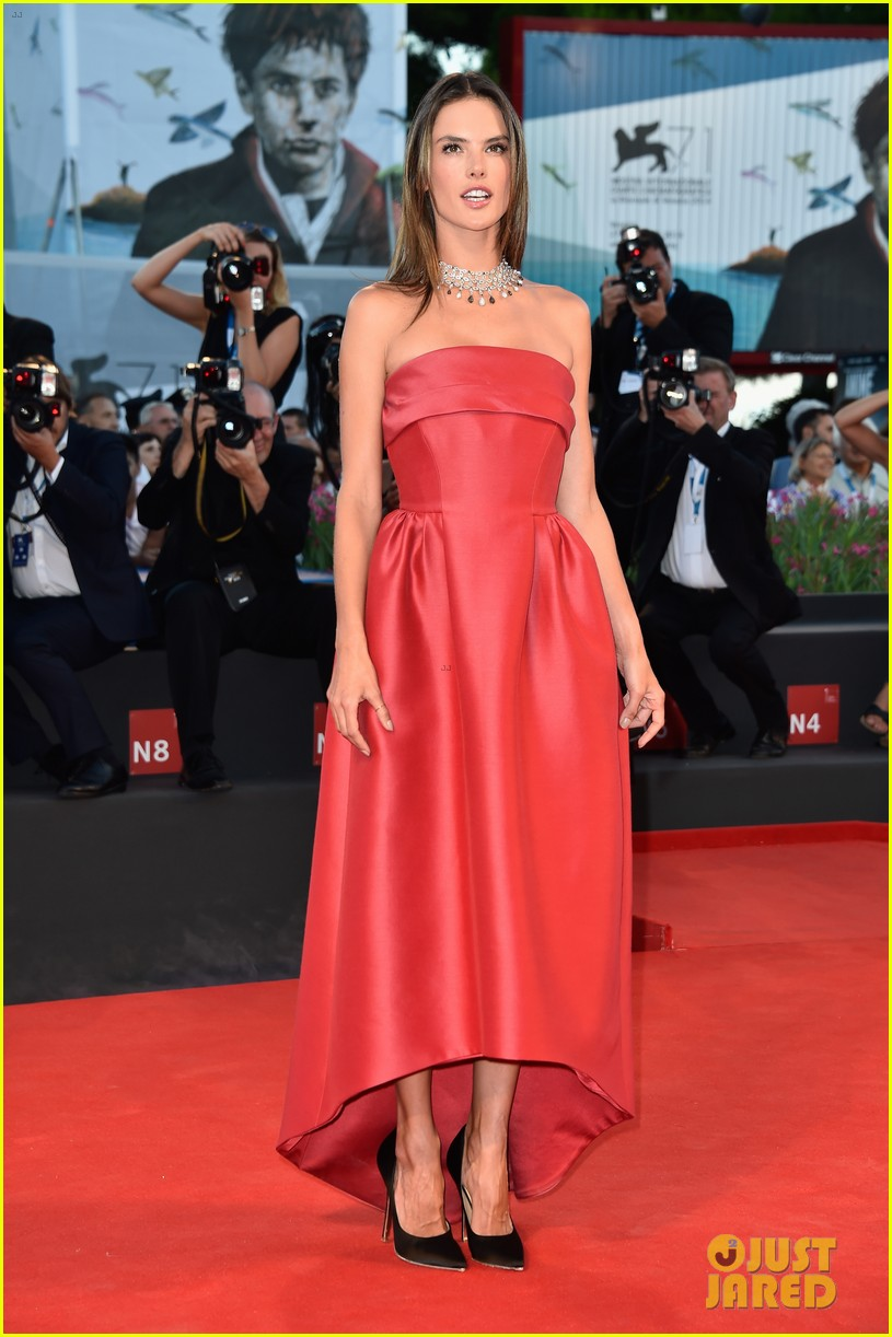 alessandra ambrosio stuns in red at la rancon de la gloire 063185946
