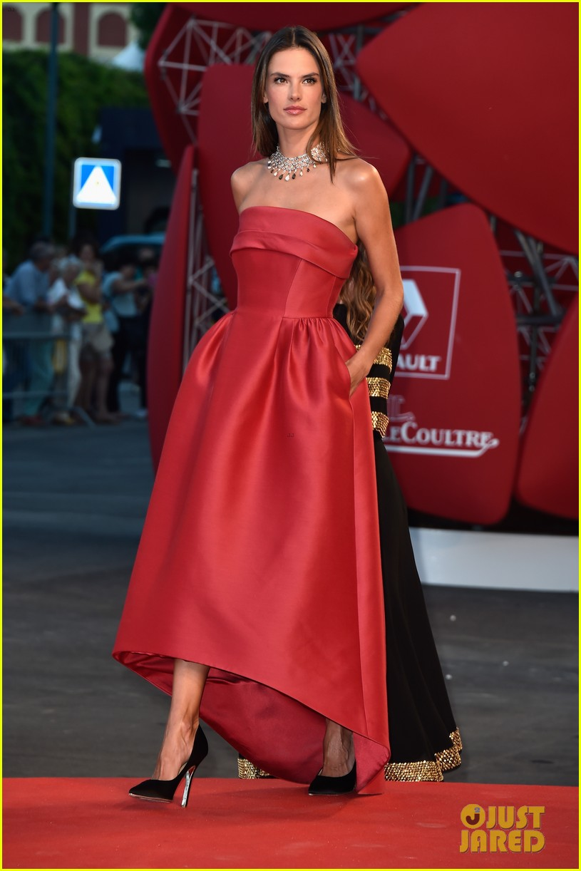 alessandra ambrosio stuns in red at la rancon de la gloire 08