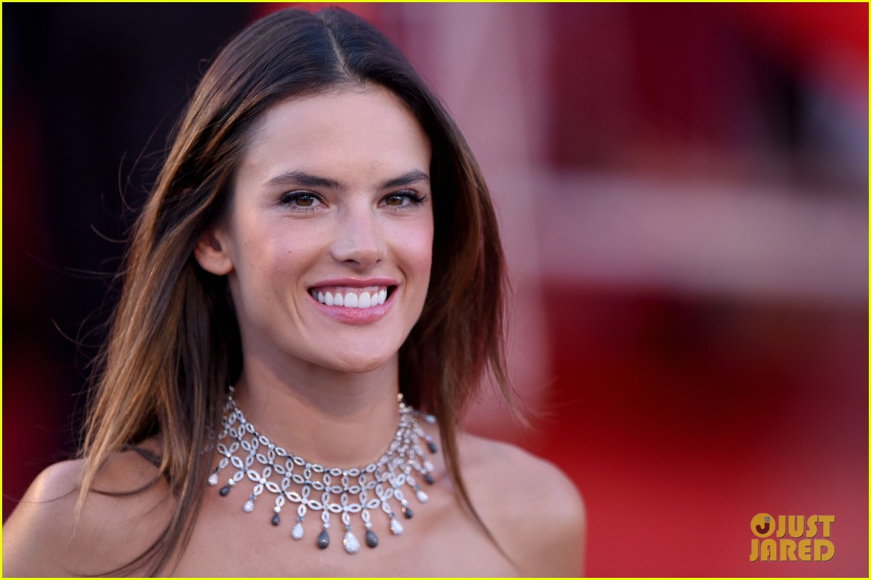 alessandra ambrosio stuns in red at la rancon de la gloire 093185949