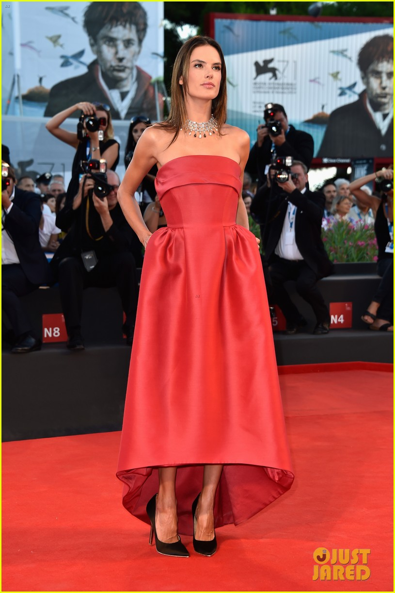 alessandra ambrosio stuns in red at la rancon de la gloire 103185950