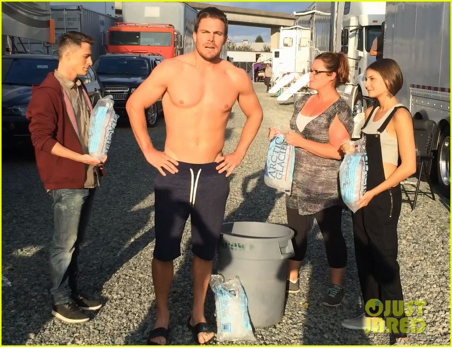 stephen amell shirtless robbie amell als ice bucket challenge 013177416