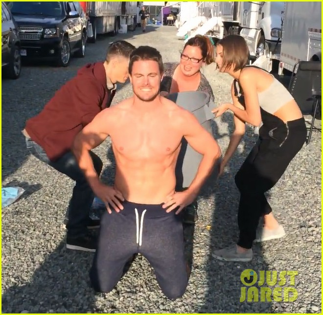 stephen amell shirtless robbie amell als ice bucket challenge 043177419