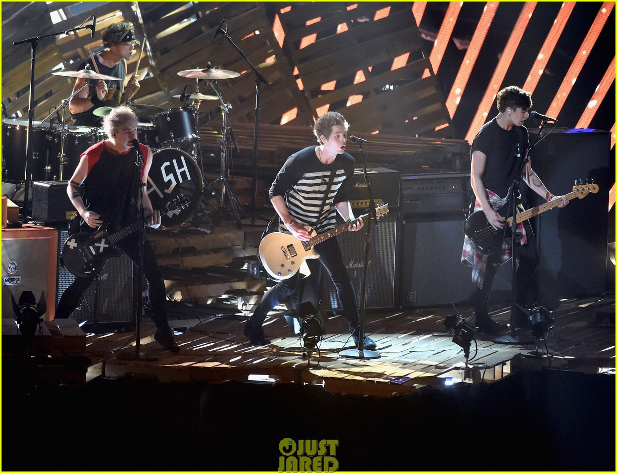 5 seconds of summer amnesia mtv vma performance 033182601