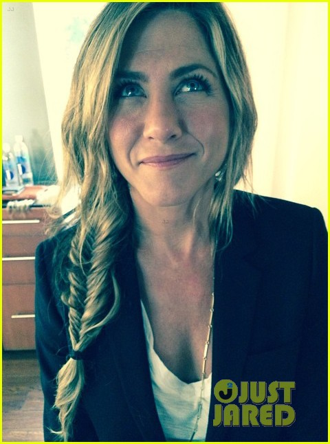 Jennifer Aniston Gets Her Hair Braided Amp Looks So Pretty