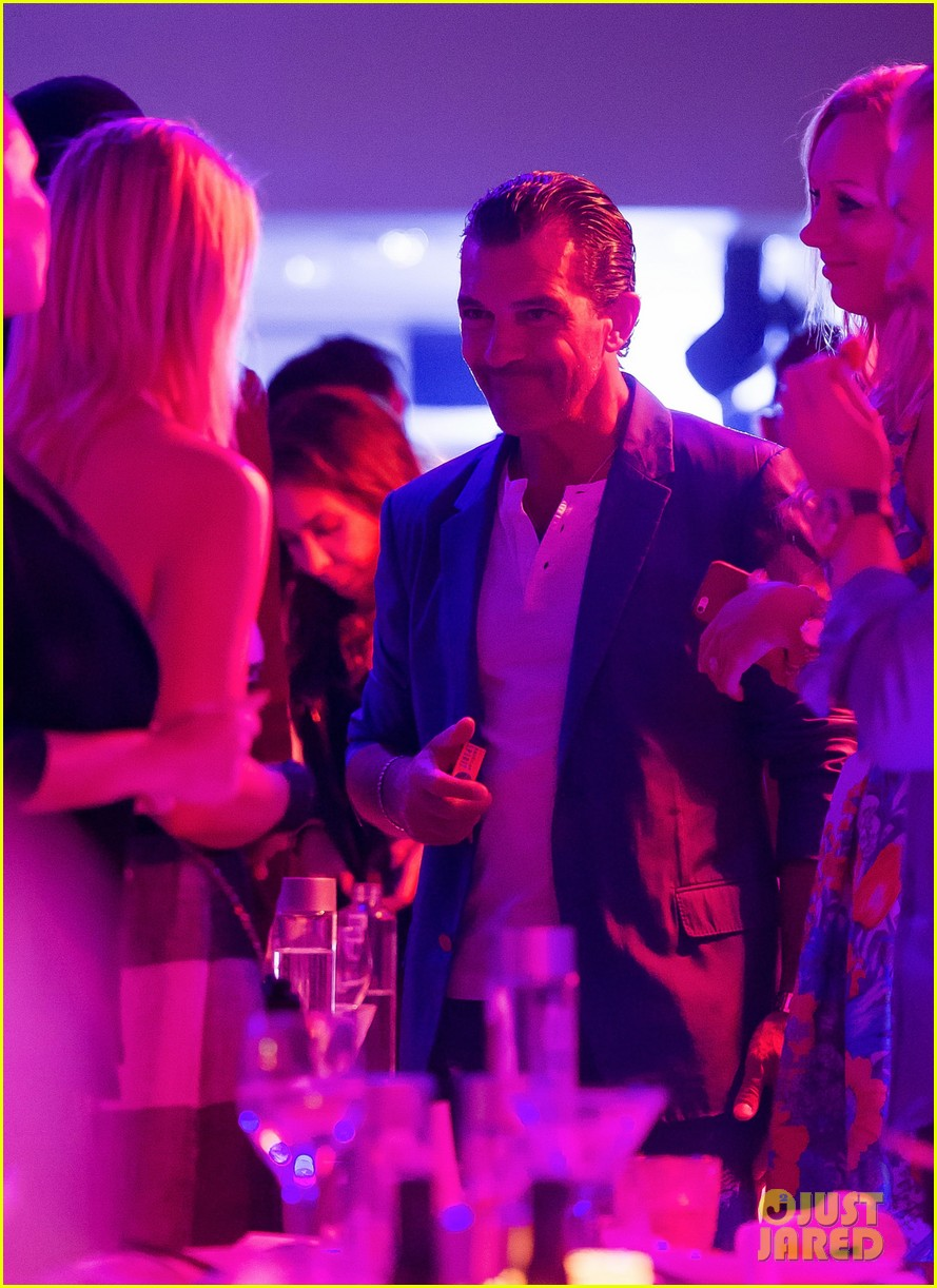 antonio banderas cozies up to mystery gal in saint tropez 033178595