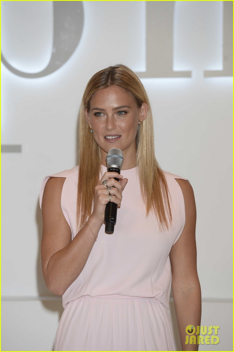 bar refaeli shares insanely sexy lingerie pic 133179312