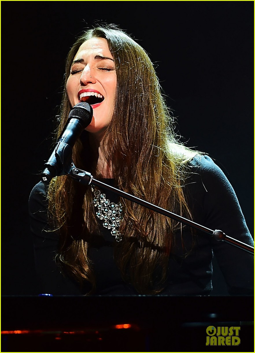 sara bareilles final little black dress tour show 033177866