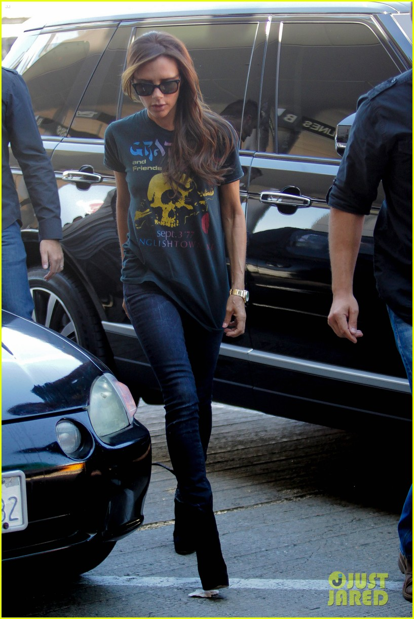victoria beckham rocks out in grateful dead shirt 223185857