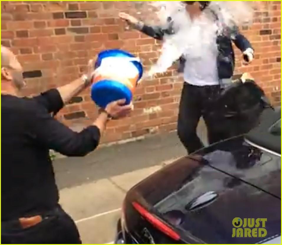 benedict cumberbatch takes ice bucket challenge naked 053180951